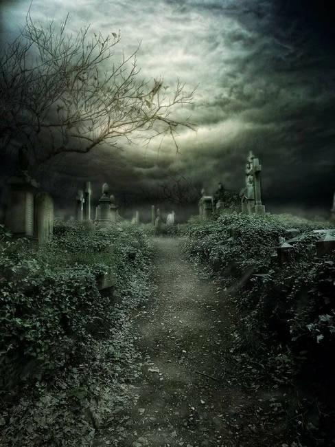 Старинное кладбище
